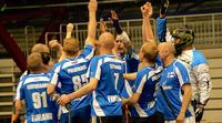 Sosiaalinen salibandyturnaus pelattiin suomalaiskomennossa.