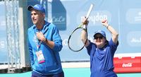 Sisujengin tenniskaksikon ensiesiintyminen Special Olympics -areenalla sai valmentajan herkistymään.