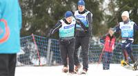 Special Olympics: Lumikenkäilijät kirivät viestihopealle.