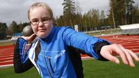 Roosa Kukkumäki pääsee parrasvaloihin down-urheilijoiden EM-kilpailuissa Tampereella.