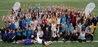 Liedon Säästöpankki tukee Special Olympics -joukkuetta 2500 eurolla.