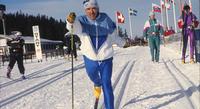 Ministeri Grahn-Laasonen myönsi urheilijaeläkkeen 12-kertaiselle paralympiakultamitalistille Jouko Gripille.