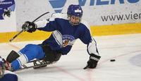 Eemi Rovio laukoi Suomen avausmaalin parajääkiekon B-sarjan MM-kilpailuissa.