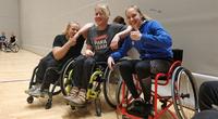 Nuorten paralympiaryhmä oppii ja harjoittelee yli lajirajojen.