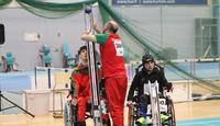 Vaikeavammaisten paralympialajin boccian välineitä kokeiltavaksi SOLIAlta.