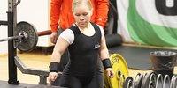 Ensimmäisiin paravoimanoston EM-kisoihinsa lähtevä Jenni Kuusela hioo tekniikkaansa kohti paralympiatasoa.