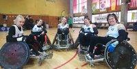 Tapola ja Pasanen edustivat Suomea pyörätuolirugbyn naisten turnauksessa Pariisissa.