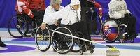 Suomi juhli ensimmäistä pyörätuolicurlingin MM-mitaliaan kotiyleisön edessä.